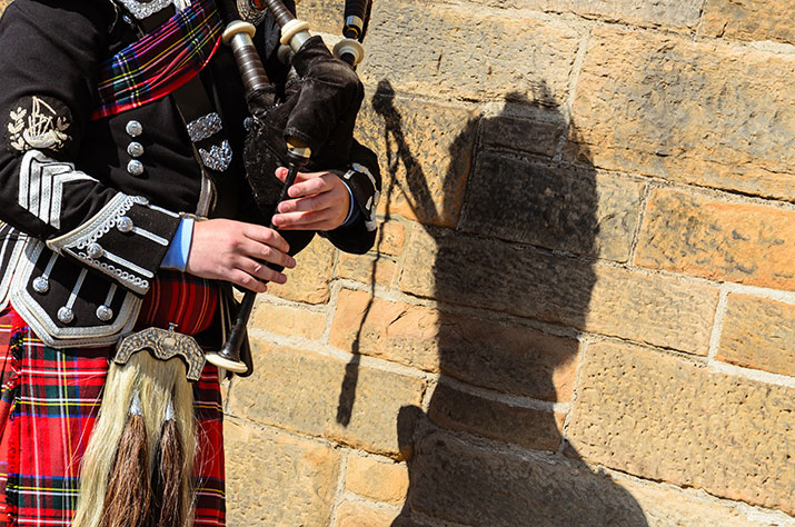 img-personal-touches-bagpiper